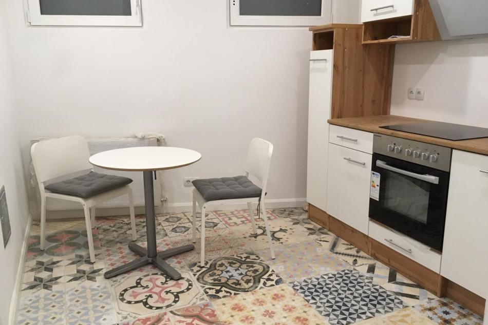 Küche mit Esstisch und 4 Sessel